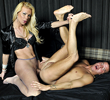 Blonde Sex Bomb Scena 1