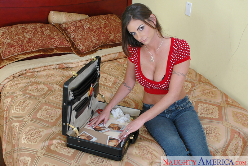 Housewife 1 on 1 - Amanda Emino