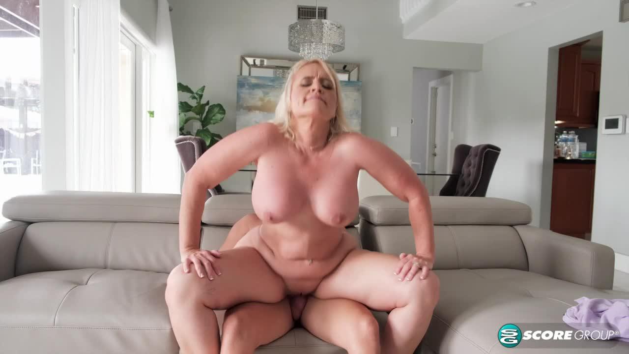 Big-assed Amber's deep-throat an
