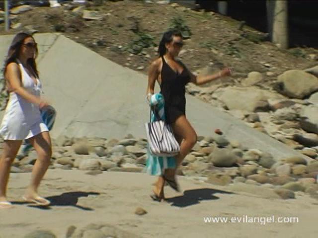 Anal Beach Buns Scène 2