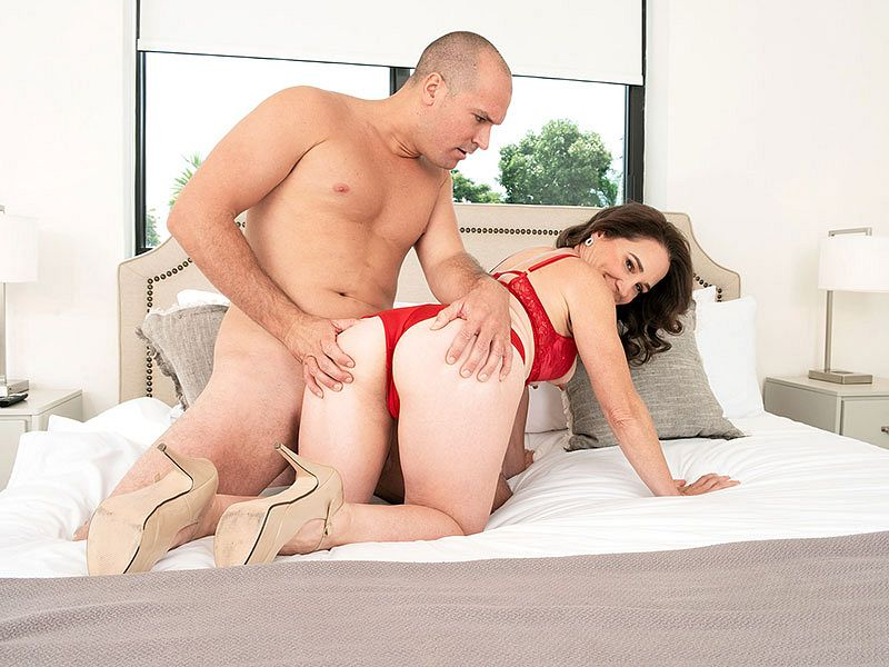 Carrie Ann's first on-camera fuc