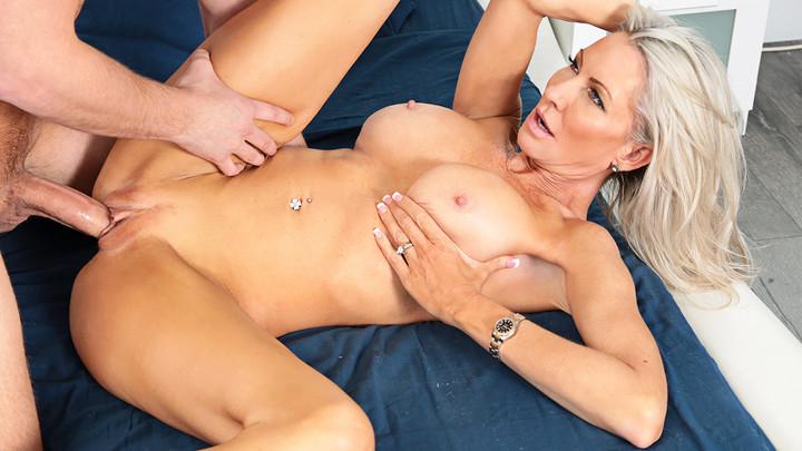 Naughty America - Emma Starr