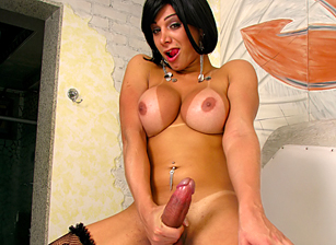 Monster Cock She-Male Scène 1