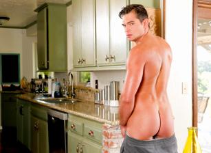 Naked Housekeeper Scène 1