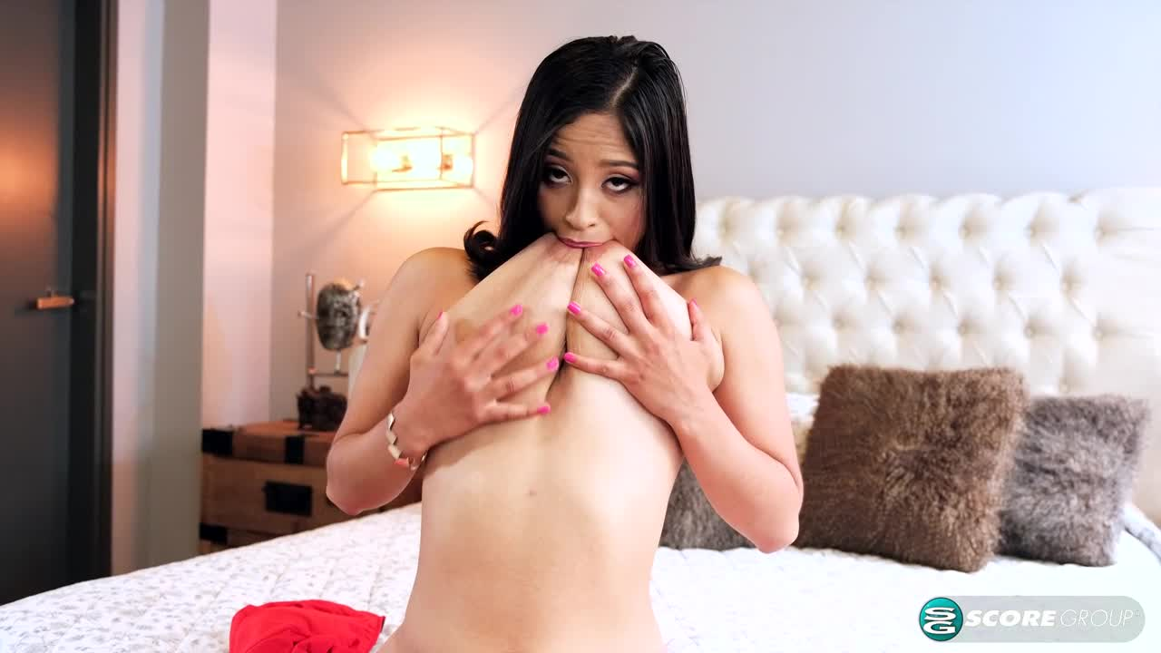 Finger-lickin' Good Bella Apont:
