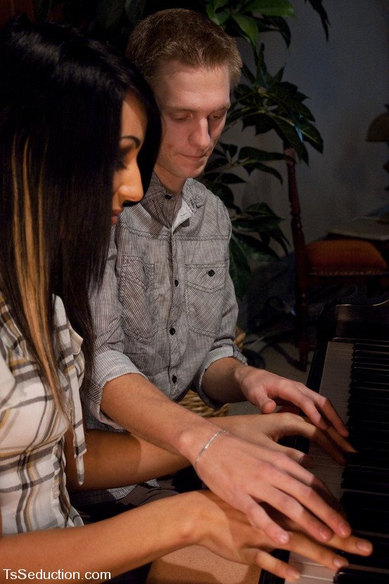Honey Foxx and the Piano Teacher