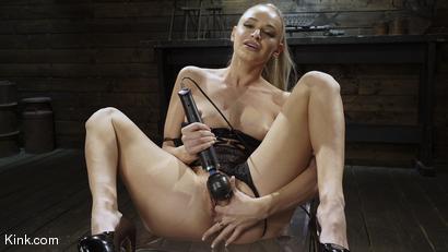 Emma Hix: Hot Blonde Gets Machin
