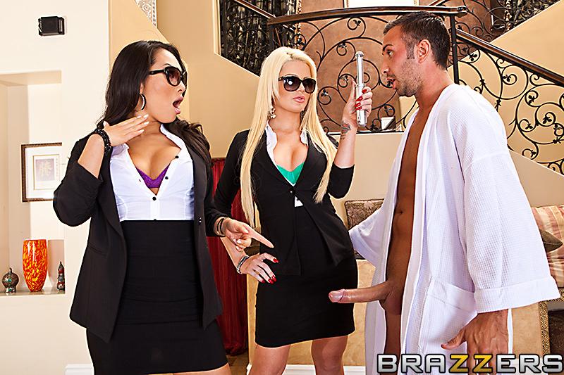 Babes in Black 2 Escena 1