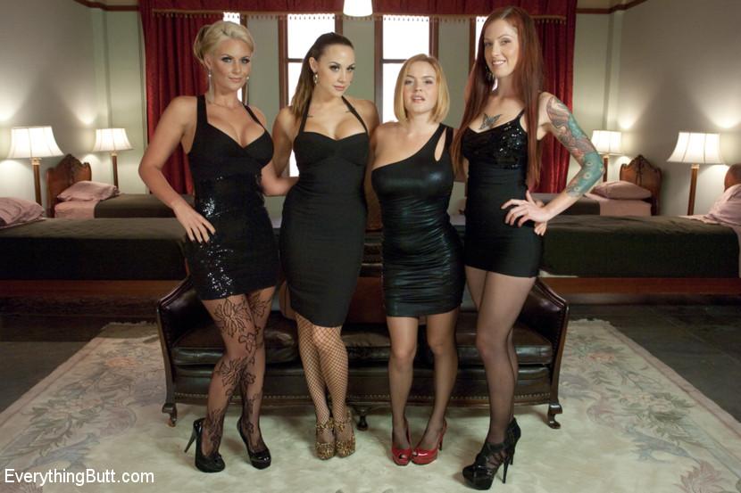 Four Girl Anal Orgy Scène 1