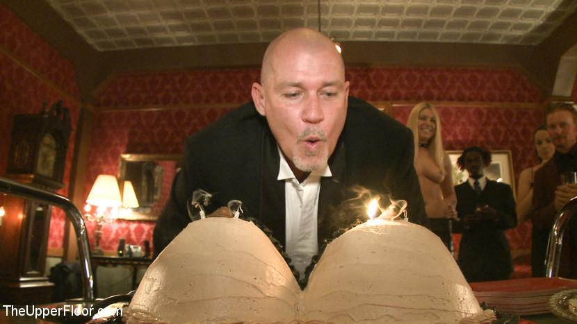 Mark Davis' Birthday Scène 1
