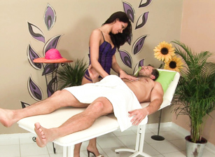 Massage Me Intensely Scena 1