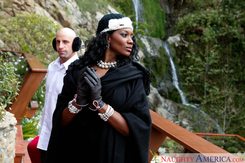 Seduced By A Cougar - Nyomi Banx