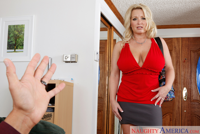Housewife 1 on 1 - Rachel Love &