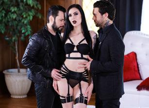 Goth Anal Whores 2 - Marley Brinx Gets DP'd Scène 1