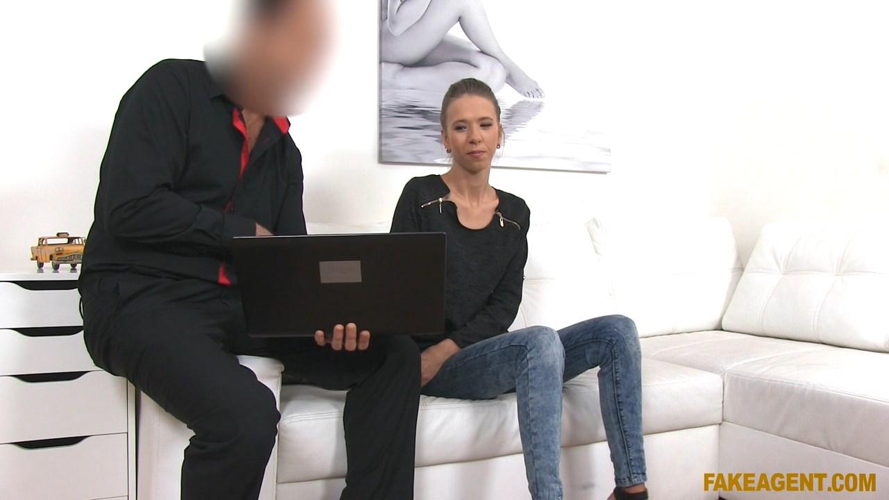 Skinny Babe Loves Giving Blowjob