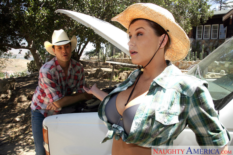 Naughty Country Girls - Sara Sto