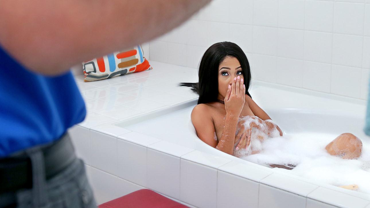 Bath Interruption Scène 1