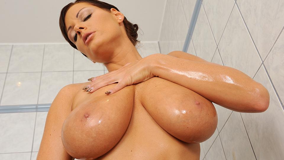 The goddess in her bath!