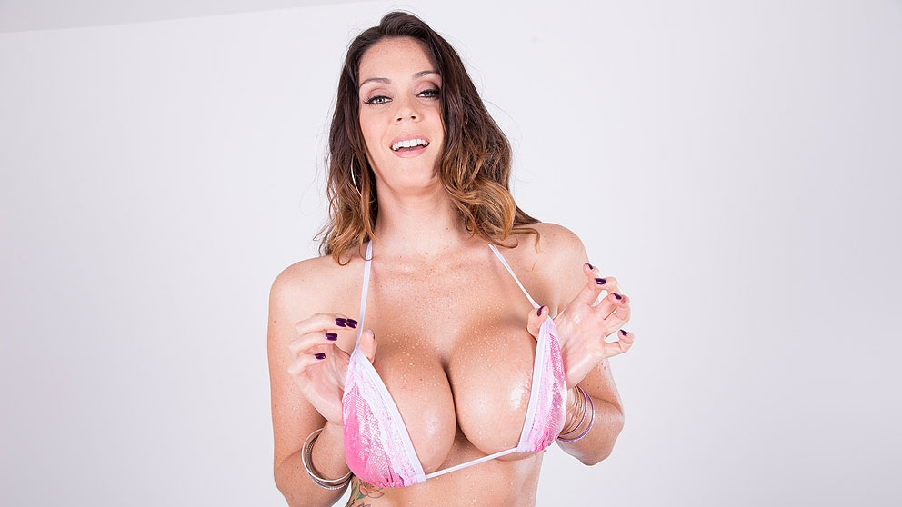 Alison Tyler Shows Of Her Big We