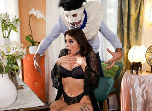 I Know Who You Fucked Last Halloween - Part 2 - Ivy Lebelle Scena 1