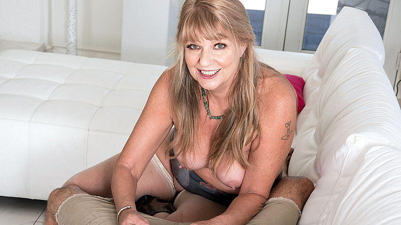 Mia Magnusson's hands-on sex les