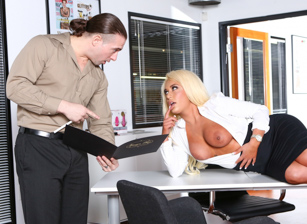 Big Tit Office Chicks Escena 4