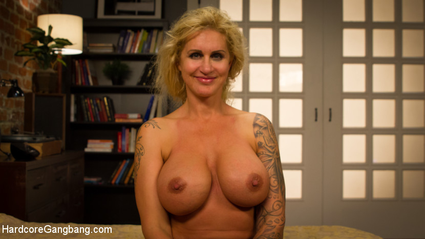 Wet Hot American Stepmom: MILF/C