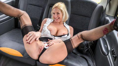 Older Lady's Big Pussy Lips Open