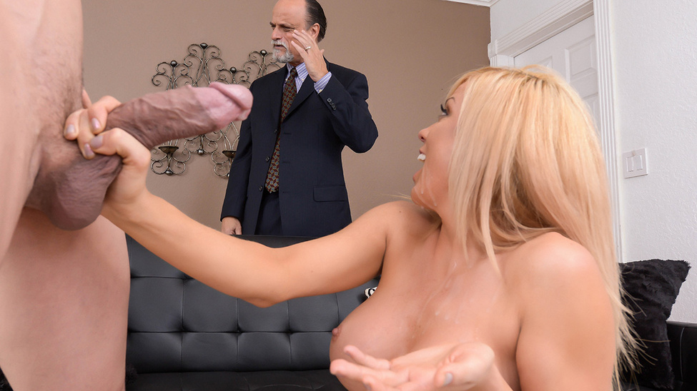 Expose Yourself to MILFS Scena 1
