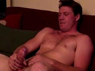 Big Tall Troy Jerks Off To Str8 Porn - Troy