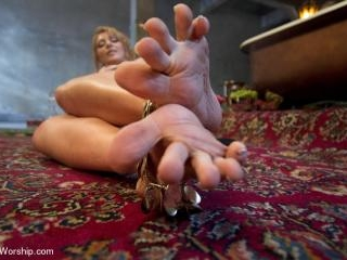Exotic Foot Worship With Goddess Lea