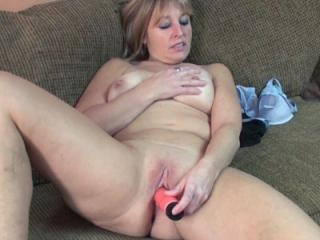 Mature blonde housewife Liisa uses her big red dil