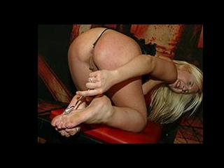 British blonde punish herself in solo show