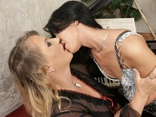 Lesbian-Alex107