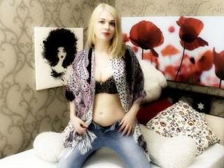 Pretty Blonde SweetBlondieLara Sexy Show