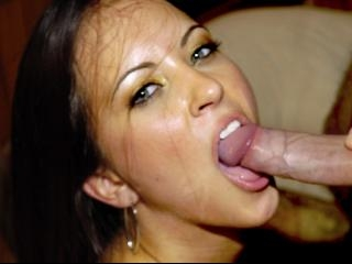 Young Jamie gets her pussy stretched