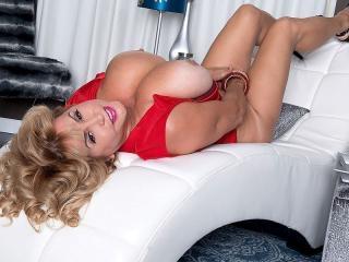 Valentina\'s Sexy & Stacked