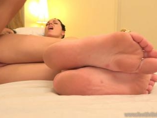 Hot Babe Has Her Feet Worshipped and Receives a Cu