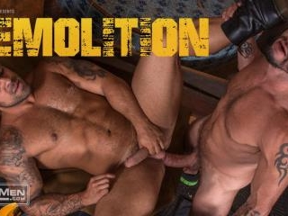 Demolition: Lorenzo Flexx takes Tex Davidson\'s hug