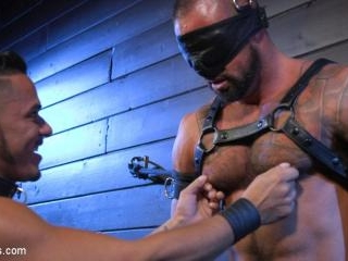 Cesar Xes Surrenders to Mr. Roman - Kink