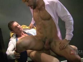 Undress for Success (Gentlemen 07) - 01 Donato Rey