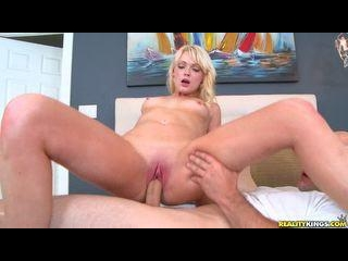 18 year old Zoey gets banged