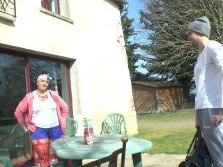 Une maman nympho se fait fister par le coach sport