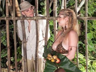 Caged Mamazon Sex