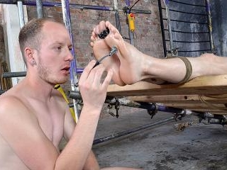 His Twink Feet Are Great For Wanking