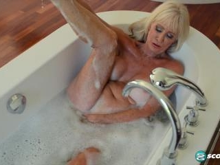 Leah L\'Amour gets wet and soapy
