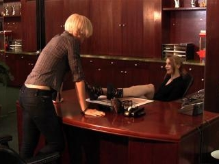 Dylan Ryan and Ela Darling lesbian office sex
