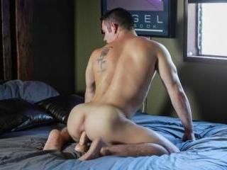 Killian James fucks his gay hole with a dildo