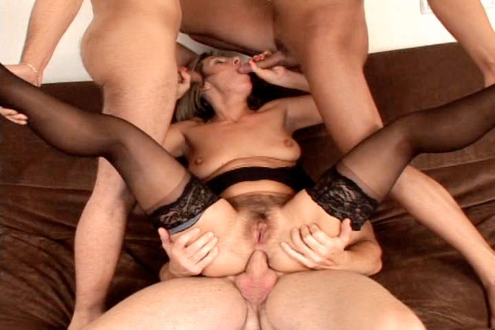 video-seks-so-zrelimi-anal