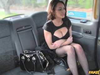 Street Lady Fucks Cabbie for Cash